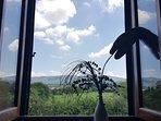 Vista dalla finestra della camera matrimoniale .Estate . Appartamento accogliente .4 posti ( +2)