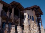DRAMATIC 5 BED 5 BATH 8000 SQFT MOUNTAIN LODGE 1 MILE FROM PARK CITY CANYONS
