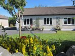 Barna Galway Hot Tub Cottage with badminton, table-tennis, WiFi.