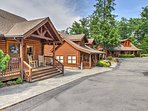This beautiful log townhouse is just 1 mile from the center of town.