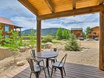 This cabin with great view sleeps 7 guests in 3 bedrooms and 2 baths.