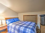 Sleep soundly in this full bed for 2.