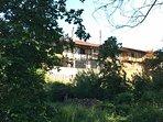 Fachada exterior de la casa al río Arlanzón