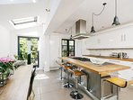Beautiful 4 Bed House w/Garden in North London