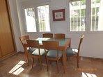 Mesa y 6 sillas del salón comedor