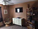 Bedroom 2 40' Smart TV w/Bluray