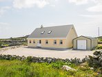 LAKEVIEW, woodburning stove, great touring base, views, in Lettermore