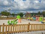 Parque infantil en la zona