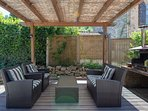 Pergola with bbq for staying cool and enjoying a prosecco