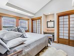 Master Bedroom with Ensuite Full Bath. Gorgeous Waterfront Views