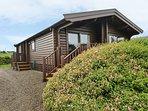 TY PREN, pet friendly cabin, close coastal path, veranda and grounds, Llanrhian