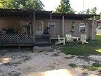 A Cozy Cabin ,9 miles from Jefferson Tx, Antique shops,Restaurants,2 Flea Markets,fishing,swimming.