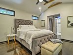 After a night out on the town, sleep is sure to come easy in this queen bed.