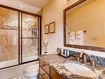 Sundowner King ensuite bathroom