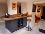 Enjoy drinks in the wet bar with chiller, fridge, coffee facilities and sink.
