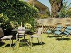 Il giardino privato con affaccio SW è una trappola per il sole da mezzogiorno fino alle 19:00