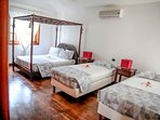 Double bedroom with 2 twins beds