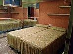 Dormitorio interior , dos camas de 80 cm