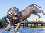 To do: San Diego Zoo and Botanical Gardens Located on 100 acres in Balboa Park; 15-20 min drive.
