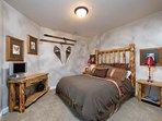 2nd Bedroom/queen