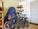 Several bicycles to enjoy during your stay.