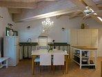 Cucina abitabile completamente attrezzata. Vico Magistretti 140x140 posti a sedere 8
