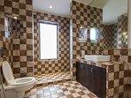 Well designed modern bathroom