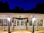 L'entrée de la réception dans le Moulin un soir d'hiver en décembre