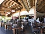 le restaurant de l'hôtel face à la mer pour déguster les spécialités polynésiennes, ou françaises
