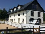The Manor farm is fully renovated, and offers luxury services & view on its 3 levels of 200m2 each.