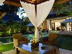 Majapahit Beach Villas - Villa Nataraja - Alfresco dining