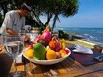 Majapahit Beach Villas - Villa Nataraja - Alfresco dining on beach deck