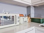 All the appliances are modern and easy to use.