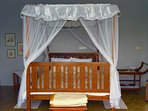 16/42: luxurious king sized four poster bed overlaid with oxford, house wife pillows, cushions etc