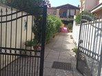 L'ingresso alla casa.