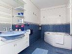 Bathroom 2, Surface: 8 m²