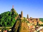 La ville du Puy-en-Velay est un incontournable en tant que haut lieu touristique du territoire