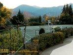 2 terrains de tennis,club sports et loisirs du domaine, inclus dans le forfait jour toutes activités