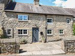 DAISY COTTAGE family-friendly, woodburning stove, village centre in Winster Ref