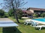 Tavoli da ping pong, terrazza coperta con tavolo da biliardo e campo di bocce