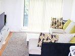 Amazing 2 Bedroom Apartment Mancity+Secure Parking