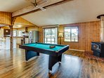 NEW LISTING! Remodeled home with Ping-Pong, pool table, close to beaches!