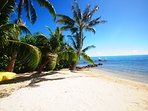 sandy beach, kayak, lagon