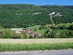 Le village de Vugelles-La Mothe au pied du Jura vaudois
