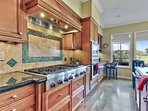 Kitchen with high end appliances and food warmer - 2018