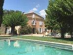 Grand Mas provençal du XVIIIe s, 18p à 20p, avec grande piscine,14m50 sur 5m, au cœur d'un vignoble