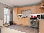 Fully equipped kitchen with dishwasher and washer-dryer