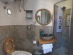 bagno in camera, articoli da bagno monouso gratuiti, asciuga capelli, doccia idromassaggio.