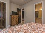 Guest Bedroom 1 - 1st Floor, Bathroom Access