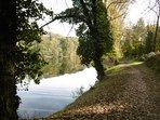 En revenant du barrage. Le calme d'une journée d'automne.